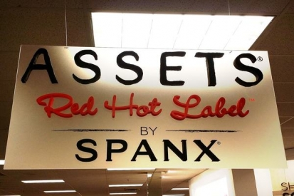 Plastic Letter Swinging Sign For Spanx